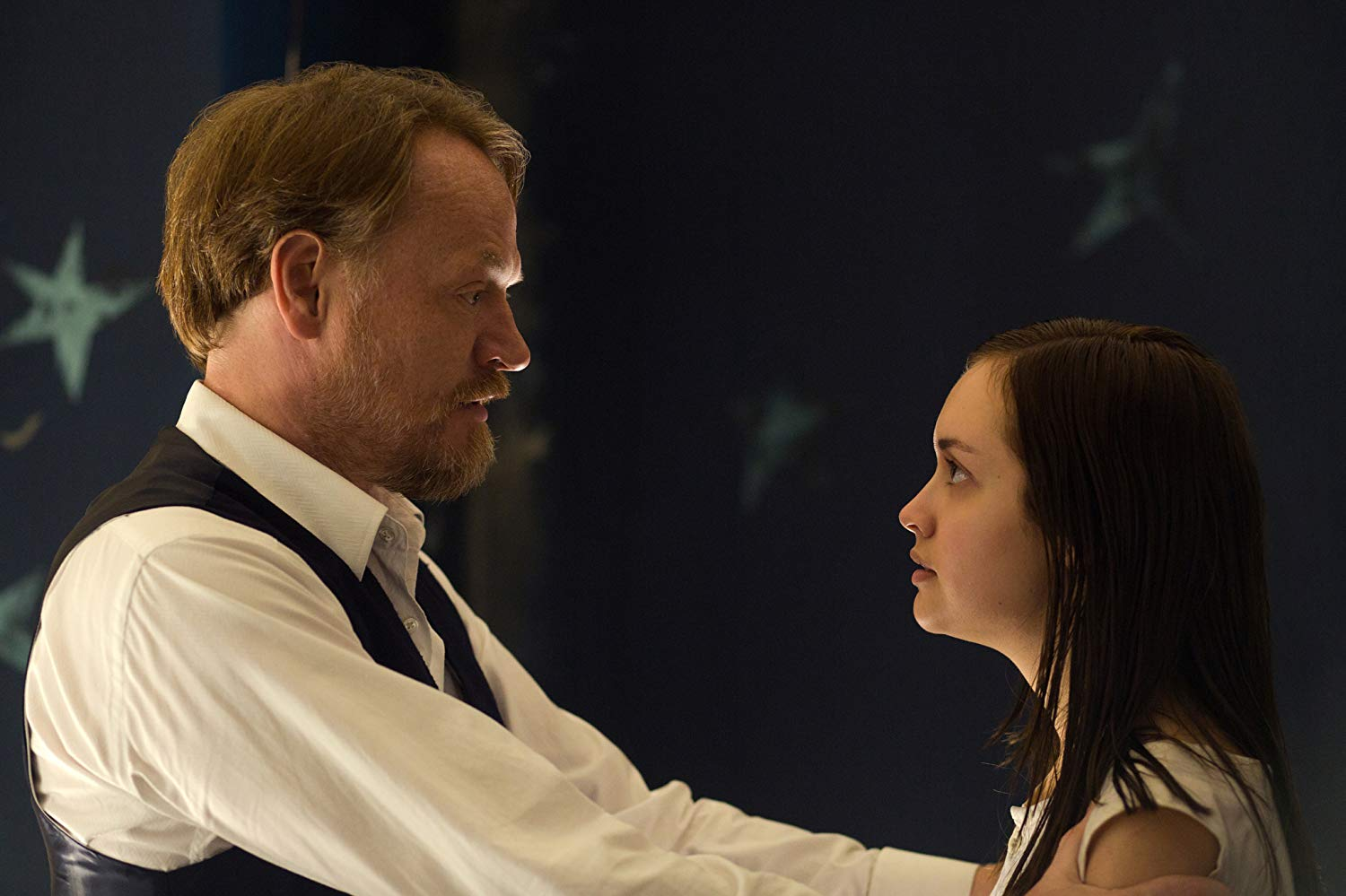 Professor Coupland (Jared Harris) and his subject Olivia Cooke in The Quiet Ones (2014)