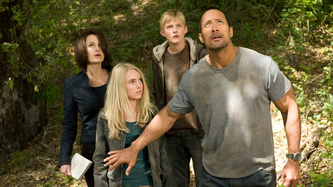 Carla Gugino AnnaSophia Robb, Alexander Ludwig and Dwayne Johnson in Race to Witch Mountain (2009)