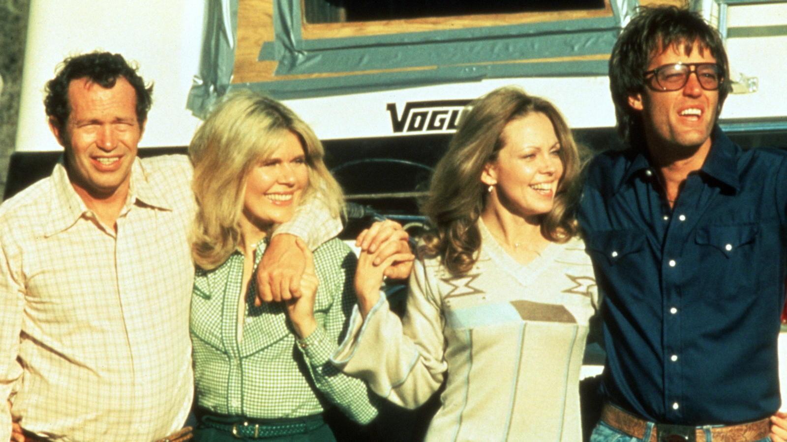Warren Oates, Loretta Swit, Lara Parker, Peter Fonda in Race with the Devil (1975)