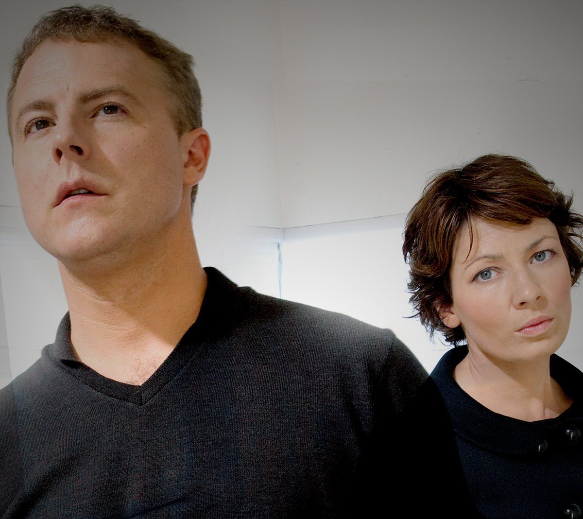 Scientist Samuel West and his alternate world wife Kate Ashfield in Random Quest (2006)