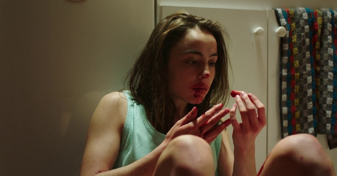 Justin (Garance Marillier) contemplates eating her sister's severed finger in Raw (2016)