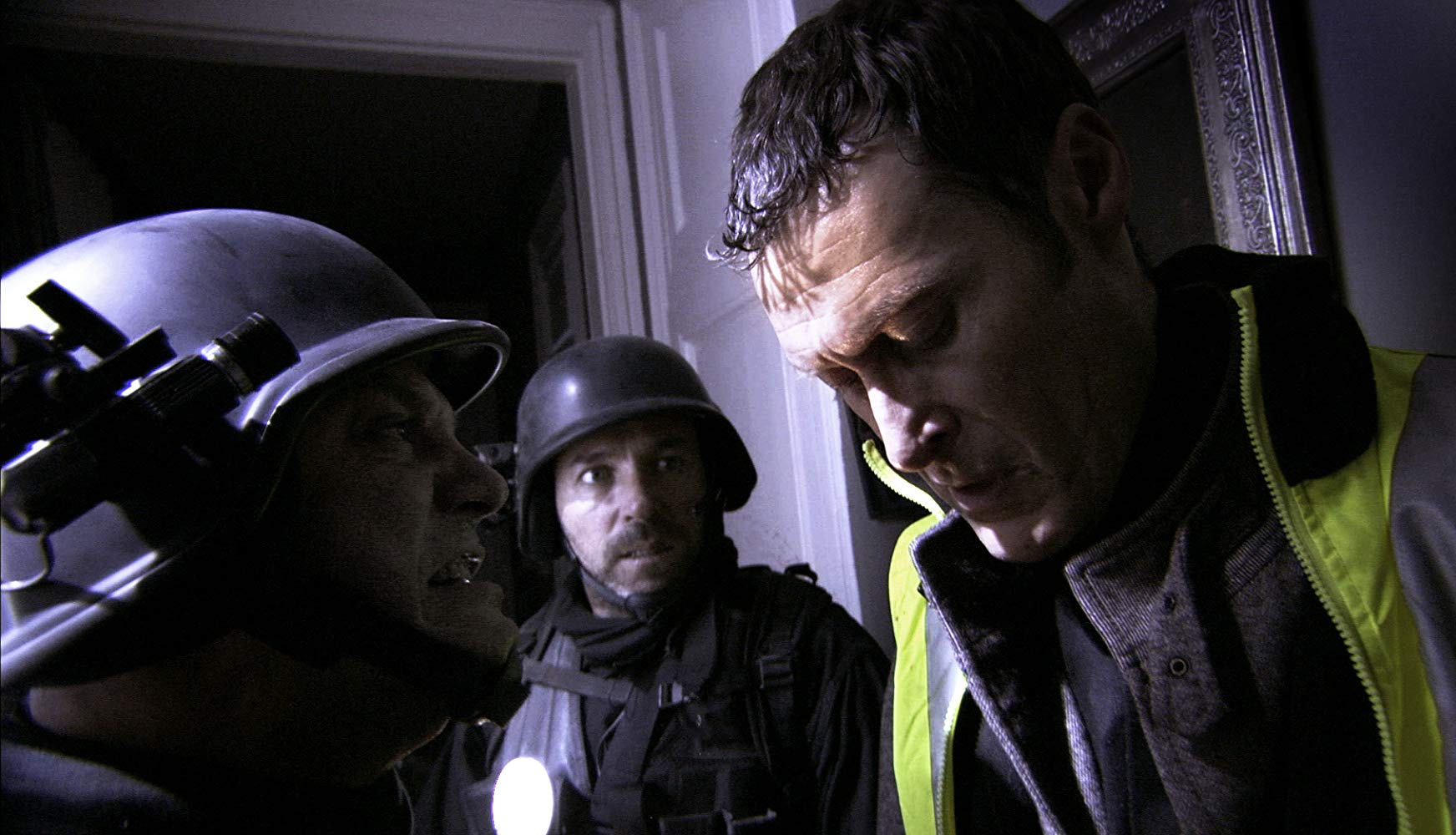 (l to r) Soldiers Oscar Sanchez Zafra and Ariel Casas and Dr Owen (Ariel Casas) enter the apartment building in [Rec] 2 (2009)