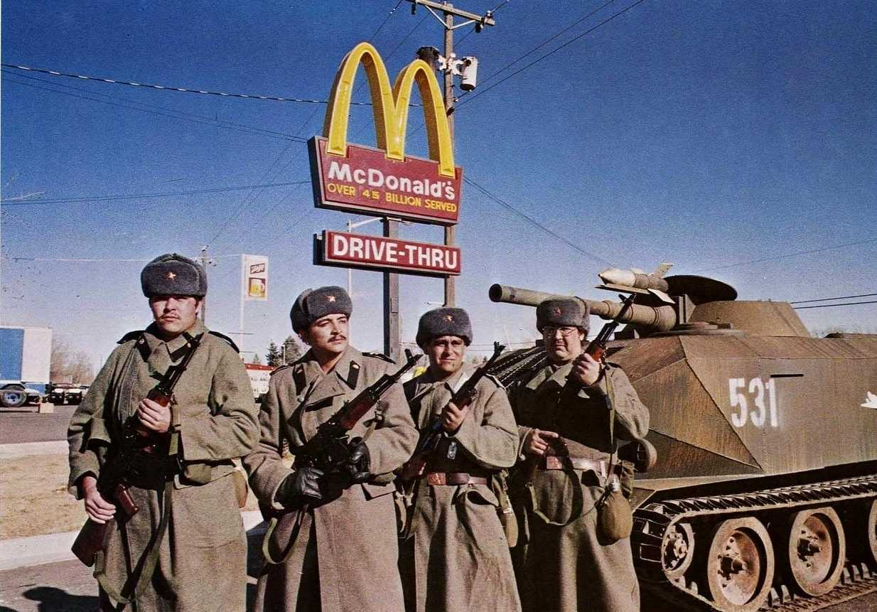 Soviet soldiers occupy the USA in Red Dawn (1984)