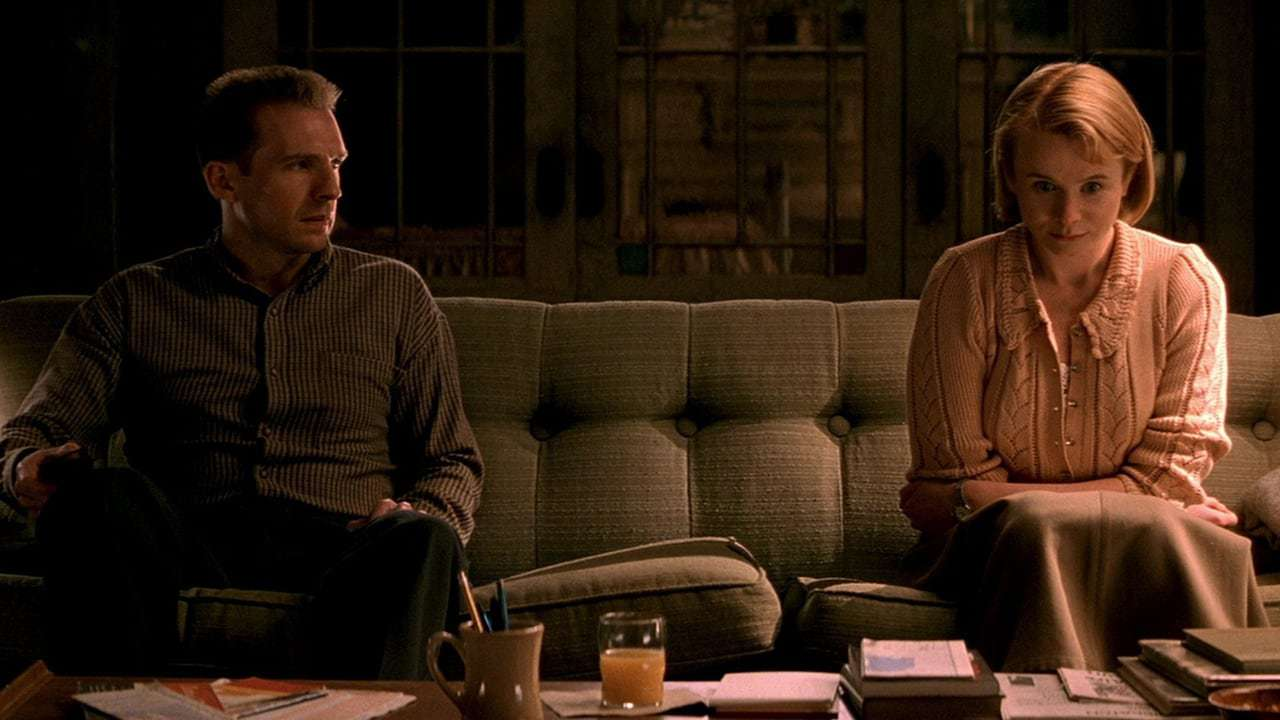 Francis Dolarhyde (Ralph Fiennes) and Reba McClane (Emily Watson) in Red Dragon (2002)