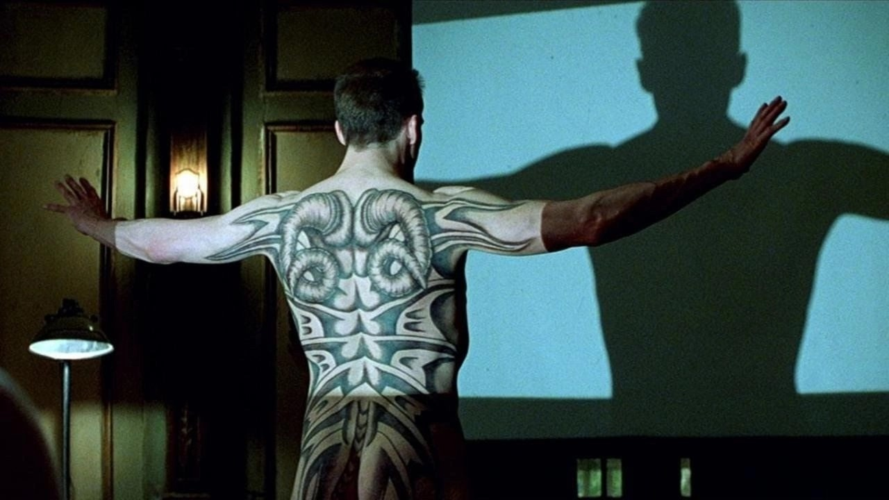 Francis Dolarhyde (Ralph Fiennes) and tattoo in Red Dragon (2002)