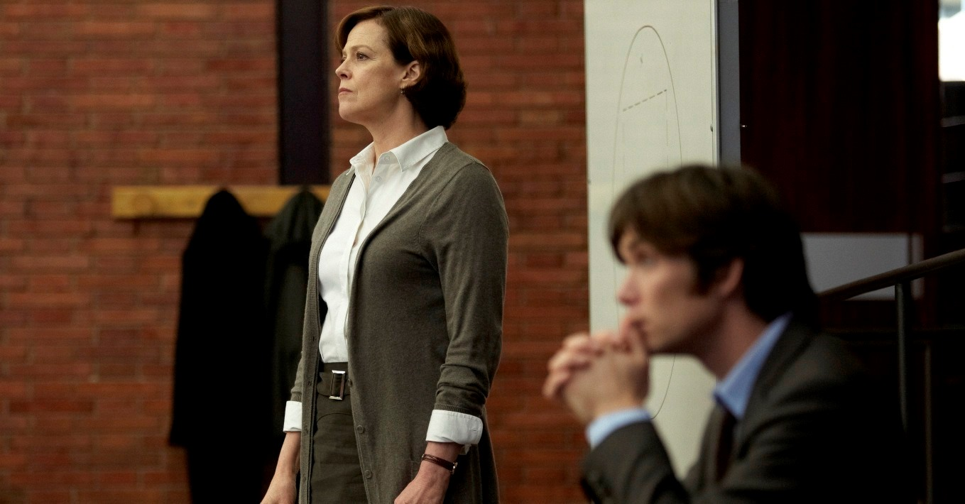 Psychic debunker Sigourney Weaver and assistant Cillian Murphy in Red Lights (2012)