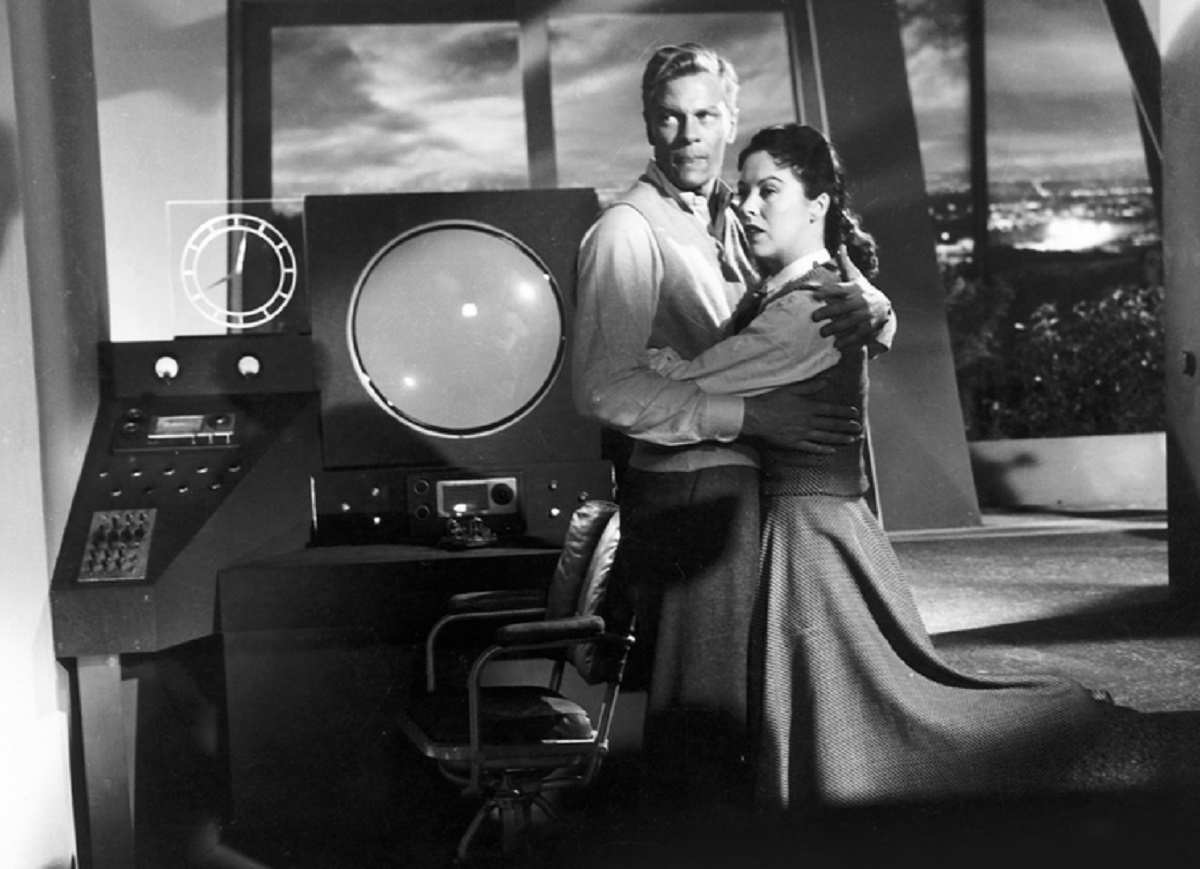 Peter Graves and wife Andrea King pick up radio messages from Mars in Red Planet Mars (1952)
