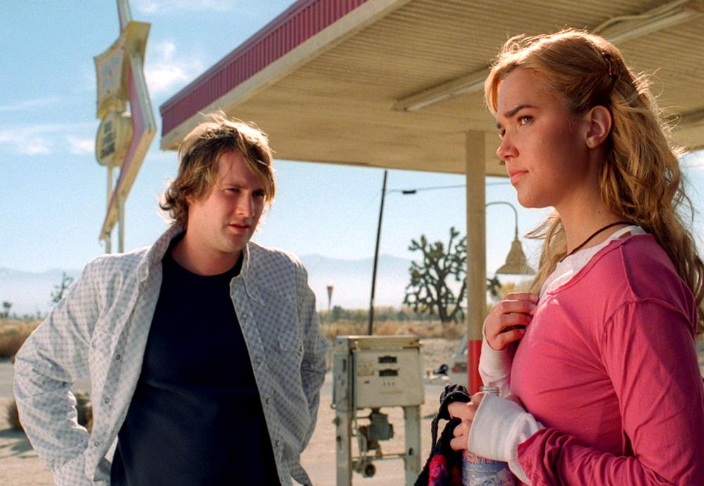 Derek Richardson and Arielle Kebbel at the mysterious diner in Reeker (2005)