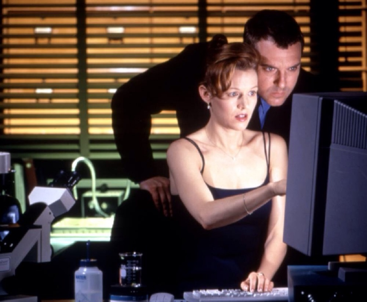 Penelope Ann Miller, Tom Sizemore in The Relic (1997)