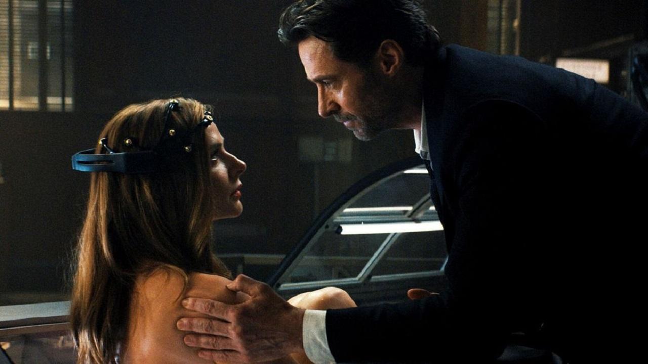 Hugh Jackman and Rebecca Ferguson in Reminiscence (2021)