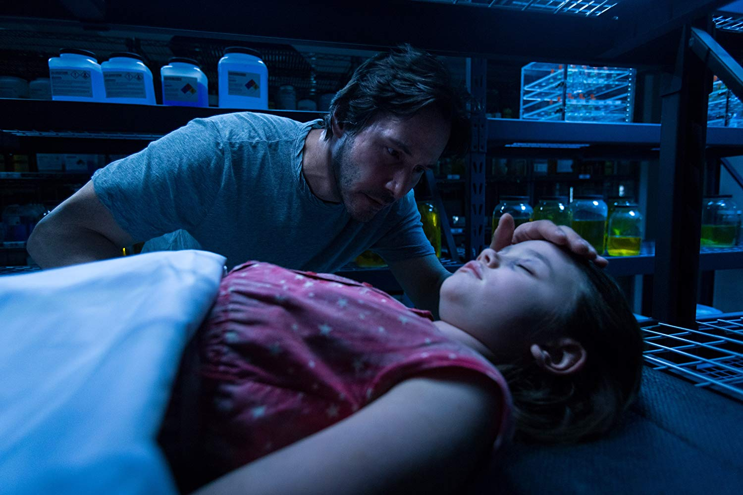 Keanu Reeves brings daughter Emily Alyn Lind back to life in Replicas (2018)
