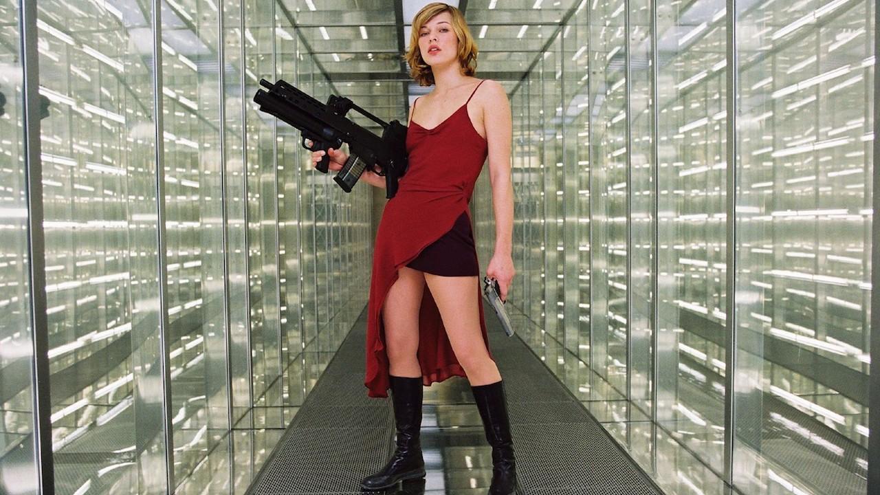 Alice (Milla Jovovich) in Resident Evil (2002)