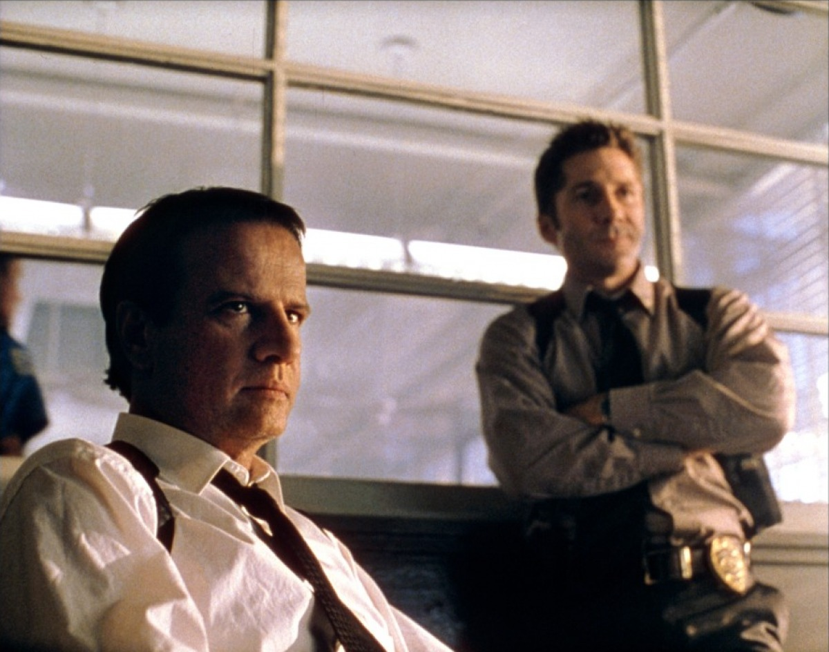 Police detective Christopher Lambert and colleague Leland Orser in Resurrection (1999)