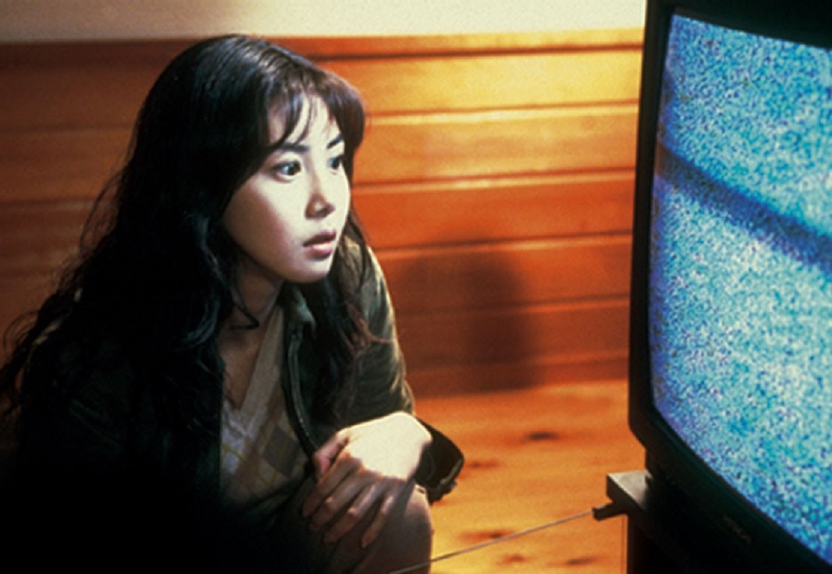Matsushima Nanako views the cursed tv brodcast in Ring (1998)