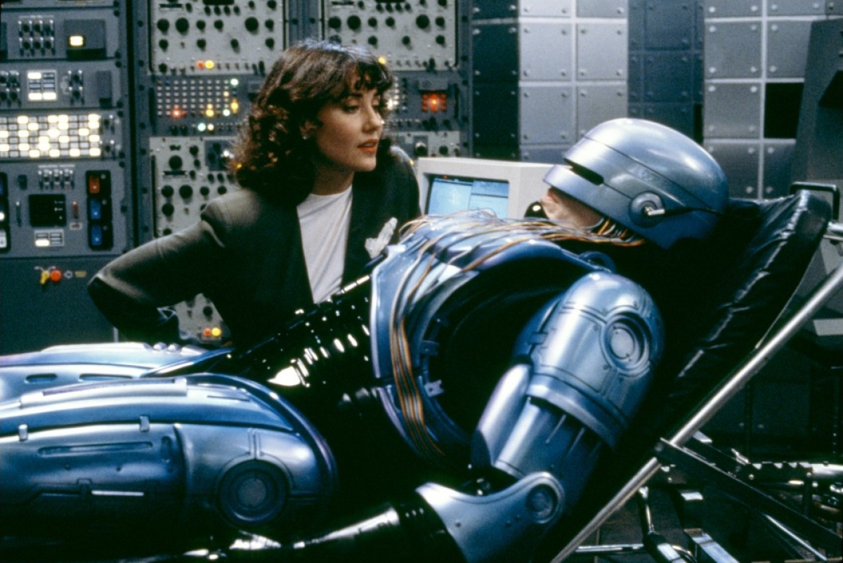 Dr Juliette Faxx (Belinda Bauer) tends Robocop (Peter Weller) in Robocop 2 (1990)