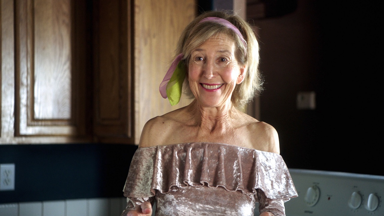 Lin Shaye as widow Joyce Smith in Room for Rent (2019)