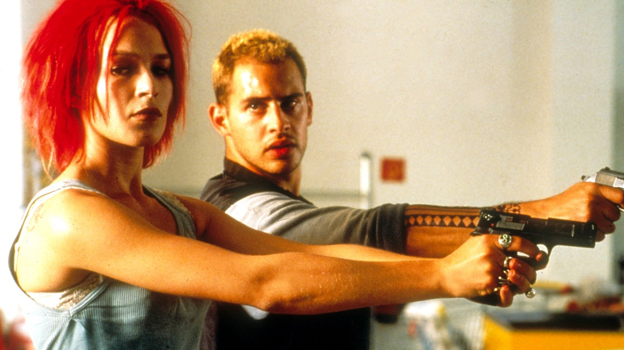 Lola (Franka Potente) and boyfriend Manni (Moritz Bleibtreu) conduct a hold-up in Run Lola Run (1998)