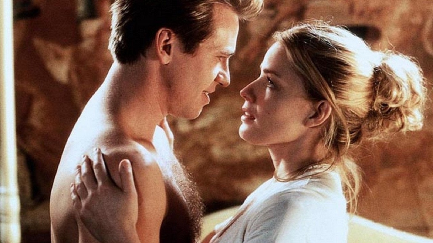 Simon Templat (Val Kilmer) and Elisabeth Shue in The Saint (1997)