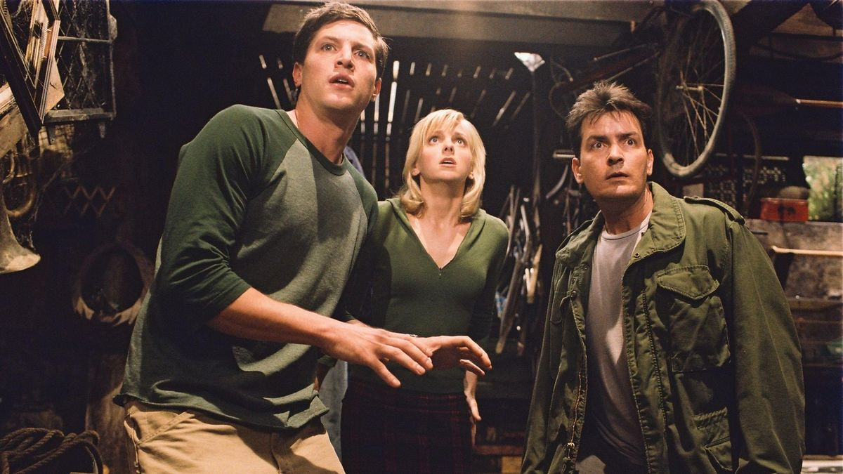 (l to r) Simon Rex, Anna Faris and Charlie Sheen in Scary Movie 3 (2003)