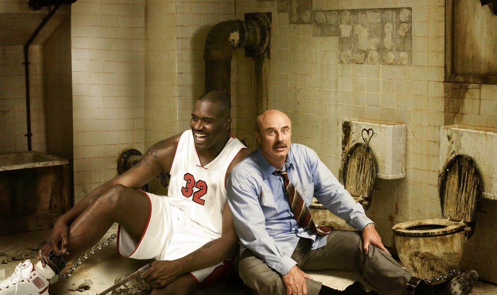 ( to r) Shaquille O'Neal and Dr Phil are locked up in the Saw basement in Scary Movie 4 (2006)