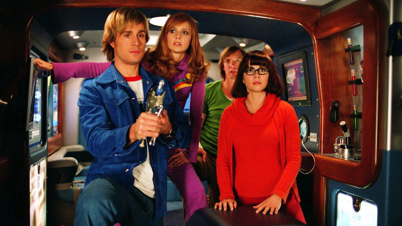 Mystery Inc (l to r) Fred (Freddie Prinze Jr), Daphne (Sarah Michelle Gellar), Shaggy (Matthew Lillard) and Velma (Linda Cardellini) in Scooby Doo 2 Monsters Unleashed (2004)