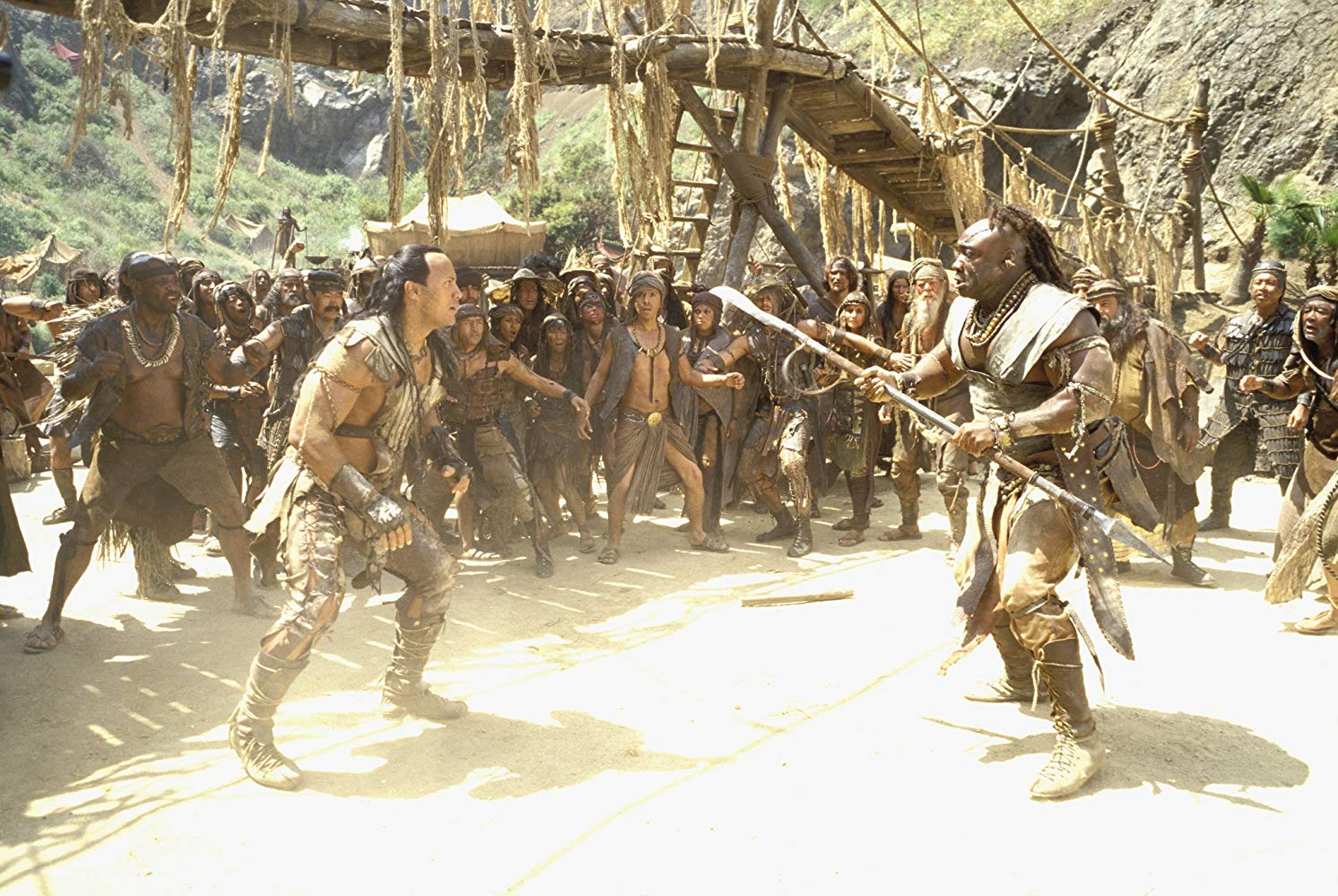 Mathayus (The Rock) shows down with the Nubian King Balthazar (Michael Clarke Duncan) in The Scorpion King (2002)