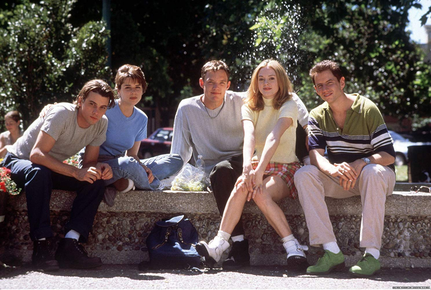 Cast line-up - (l to r) Skeet Ulrich, Neve Campbell,, Matthew Lillard, Rose McGowan and Jamie Kennedy in Scream (1996)