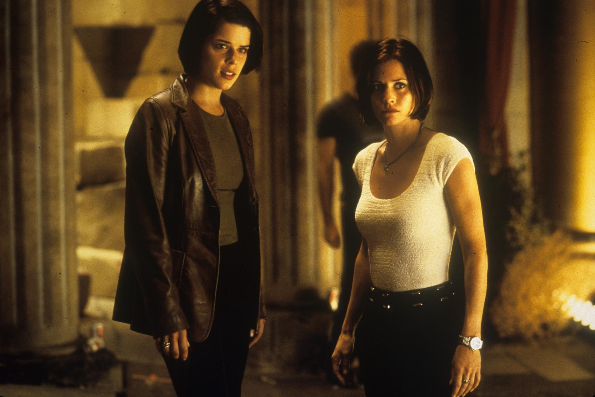Neve Campbell, Courteney Cox in Scream 2 (1997)