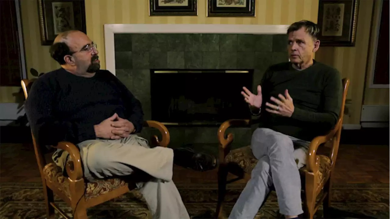 Mark Patton meets up with screenwriter David Chaskin in Scream Queen! My Nightmare on Elm Street (2019)