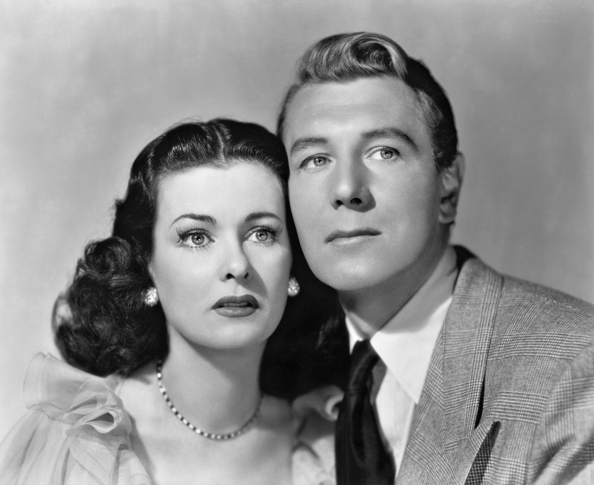 Celia Barrett (Joan Bennett0 and her newlywed husband Mark Lamphere (Michael Redgrave) in Secret Beyond the Door (1948)