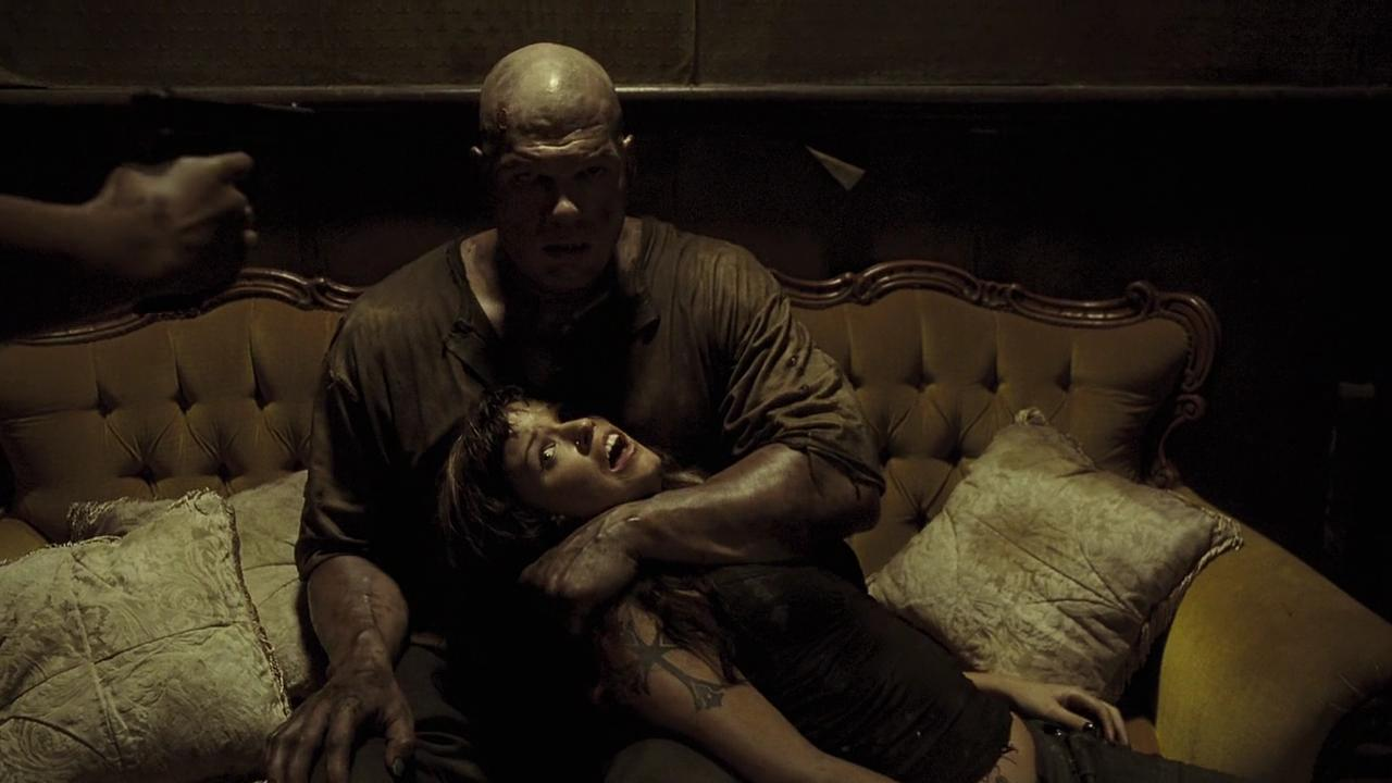 The killer Jacob Goodnight (Kane) with Samantha Noble in See No Evil (2006)