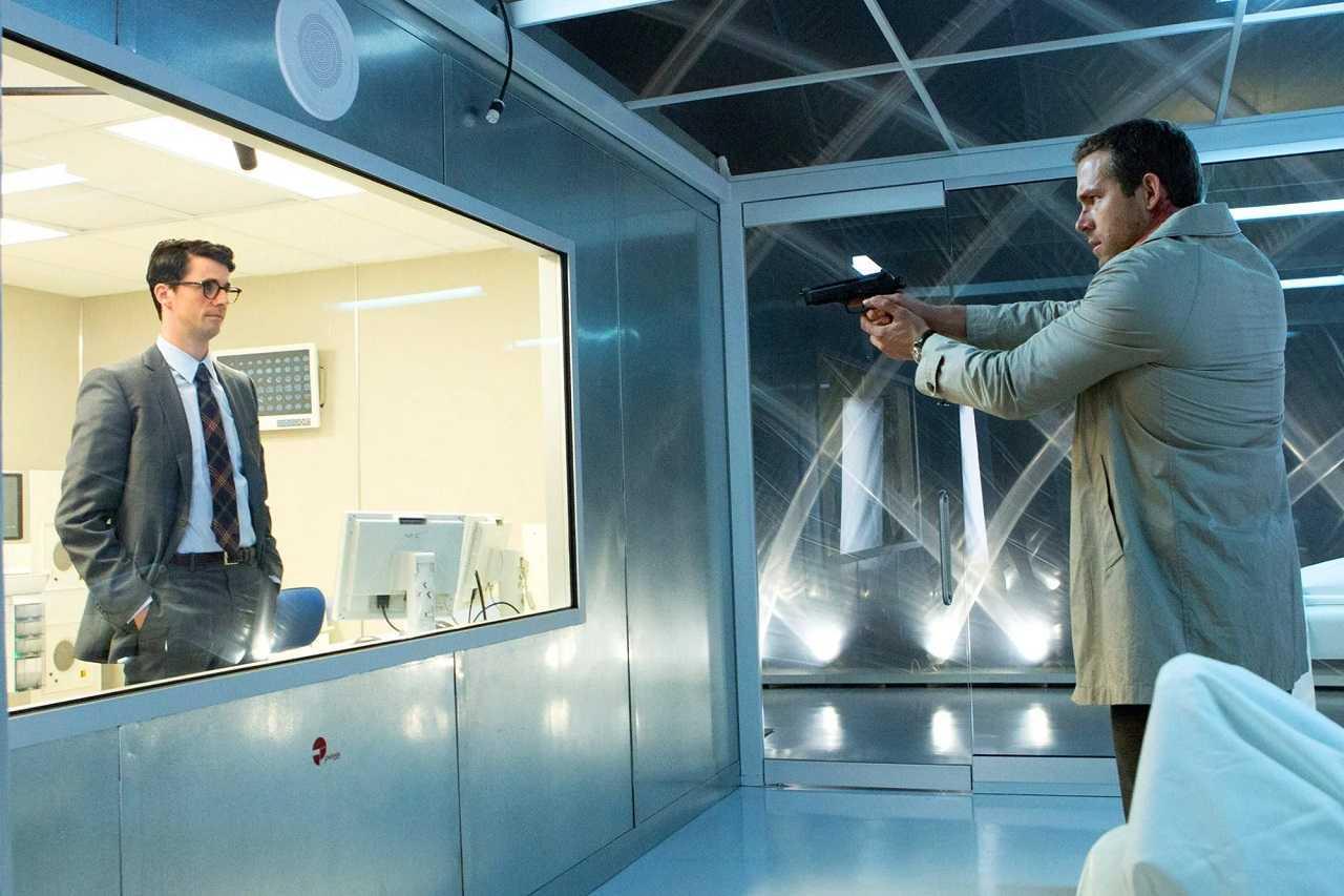 Edward Kidner (Ryan Reynolds) confronts Dr Albright (Matthew Goode) in Self/less (2015)