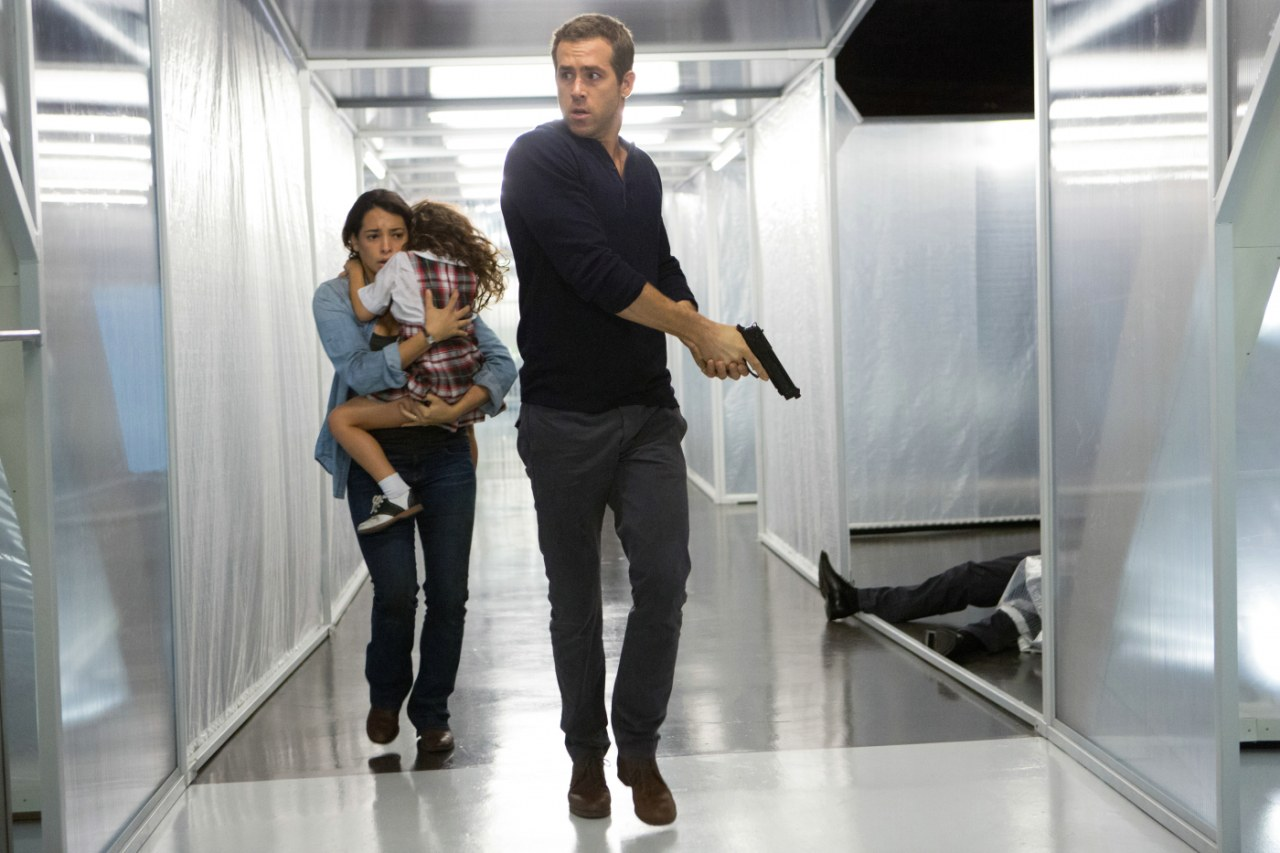 Ryan Reynolds on the run with wife Natalie Martinez and daughter Jaynee-Lynne Kinchen in Self/less (2015)