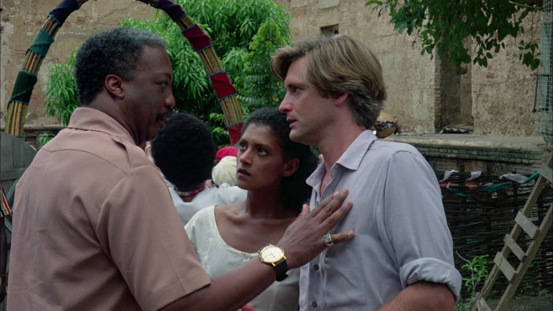(l to r) Houngan Paul Winfield, doctor Cathy Tyson and with Bill Pullman as anthropologist Dennis Alan in The Serpent and the Rainbow (1988)