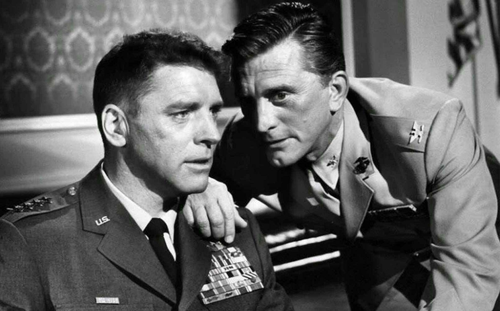 Kirk Douglas (r) confers with General James Mattoon Scott (Burt Lancaster) (l) as he plots a military coup against The President in Seven Days in May (1964)
