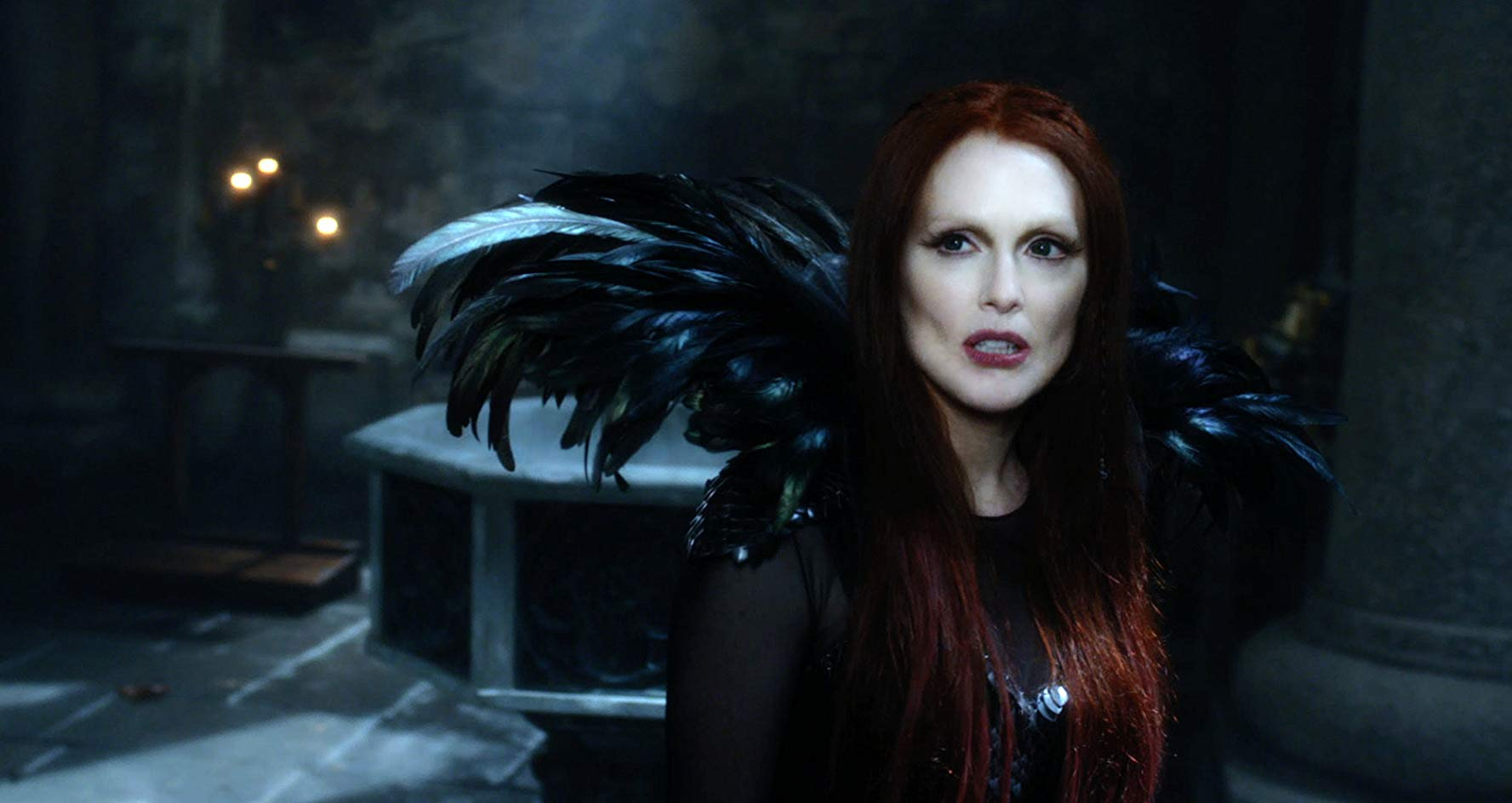 The witch Mother Malkin (Julianne Moore) in Seventh Son (2014)