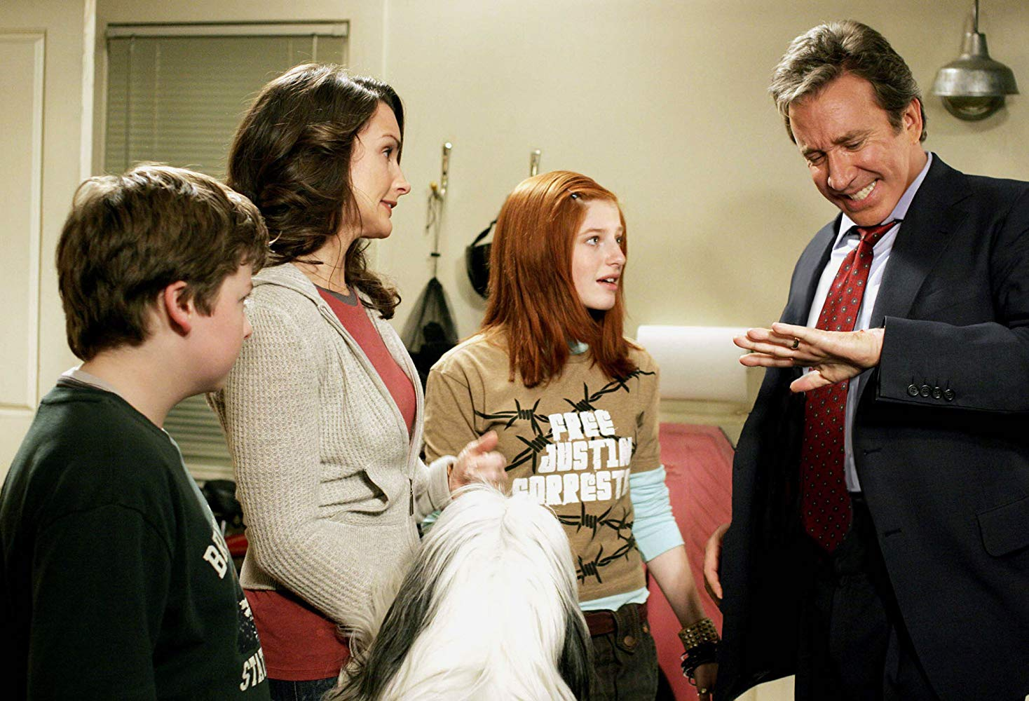 Family members Spencer Breslin, wife Kristin Davis and Zena Grey try to deal with Tim Allen's transformation in The Shaggy Dog (2006)