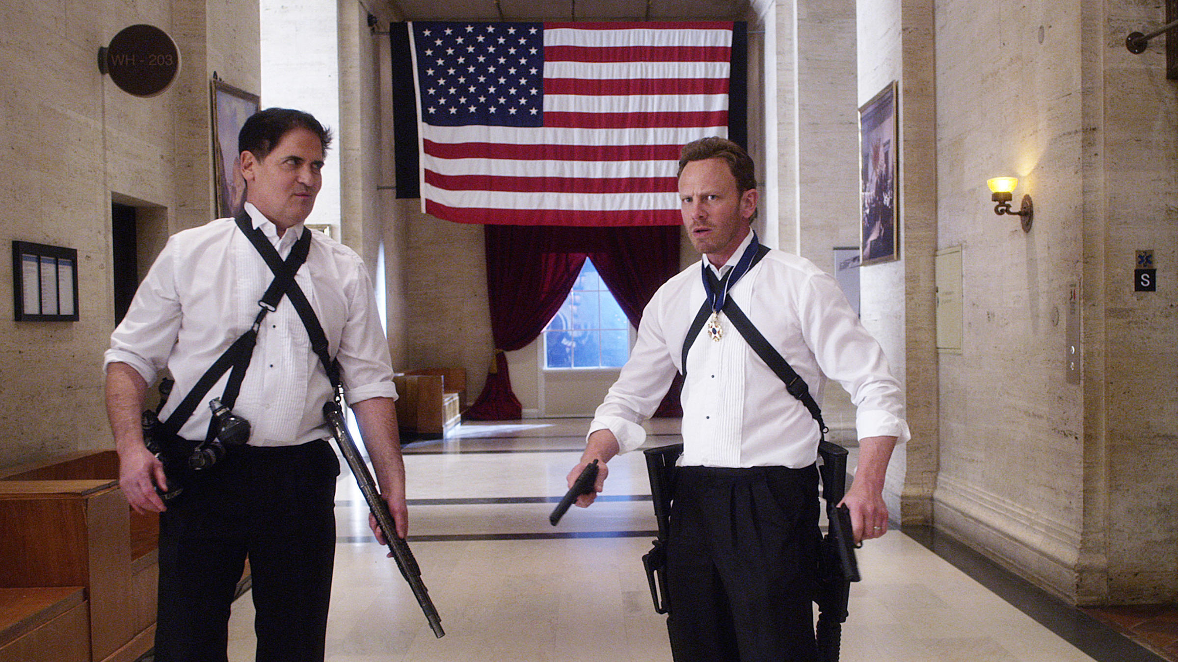 Fin Shepard (Ian Ziering) and the US President (Mark Cuban) defend the White House in Sharknado 3: Oh Hell No! (2015)