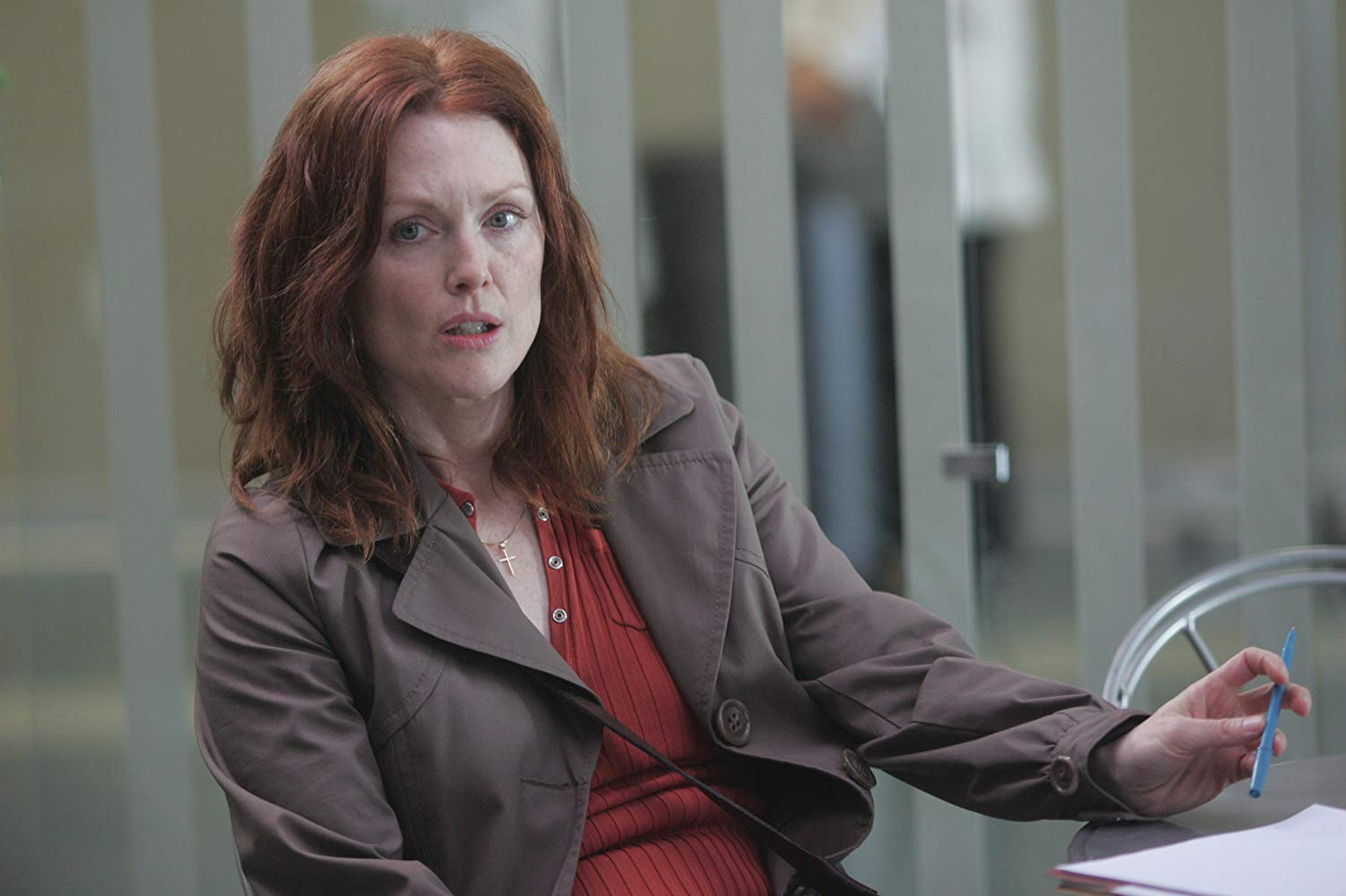 Investigating psychologist Julianne Moore in Shelter (2010)