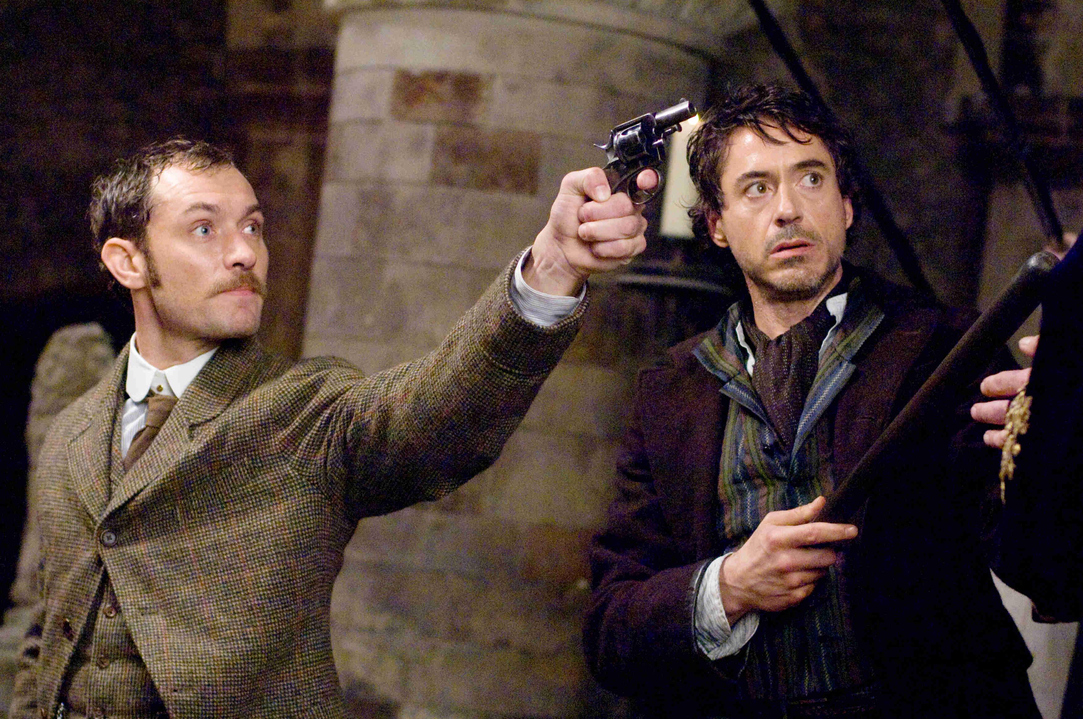 Dr Watson (Jude Law) and Sherlock Holmes (Robert Downey Jr) in Sherlock Holmes (2009)