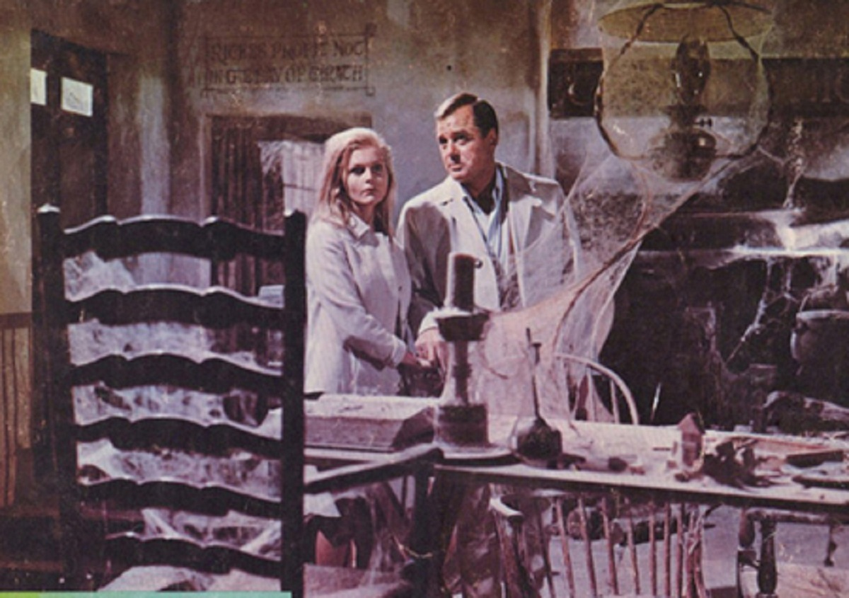 Carol Lynley and Gig Young explore the mill in The Shuttered Room (1967)