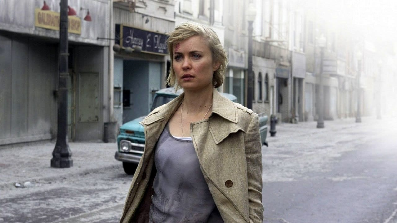Rose Da Silva (Radha Mitchell) enters the town of Silent Hill
