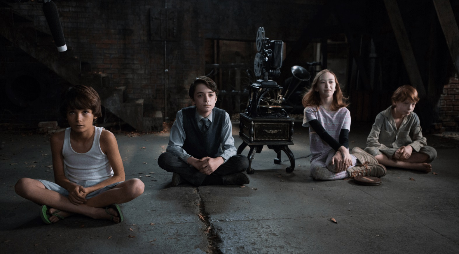 The children sit down to watch 8mm films in Sinister 2 (2015) poster