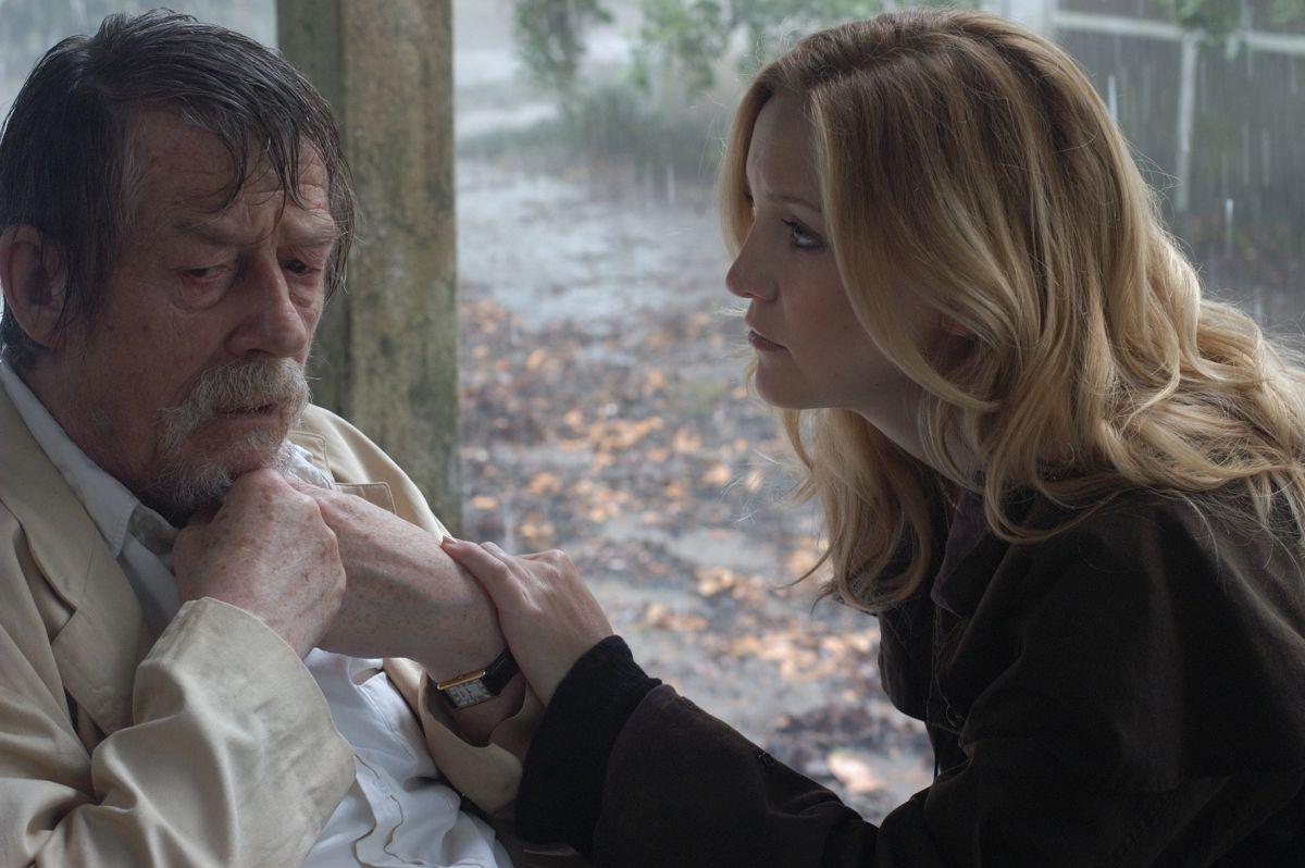 Kate Hudson takes a care-aid job tending aging John Hurt in The Skeleton Key (2005)