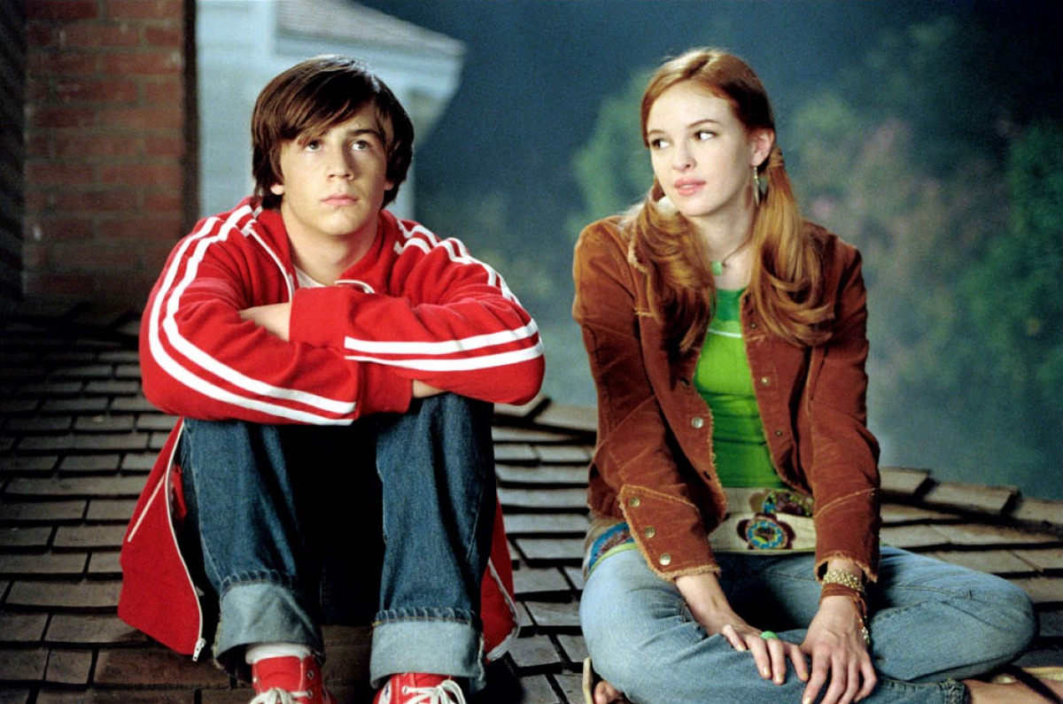 Will Stronghold (Michael Angarano) and Layla (Danielle Panabaker) in Sky High (2005)