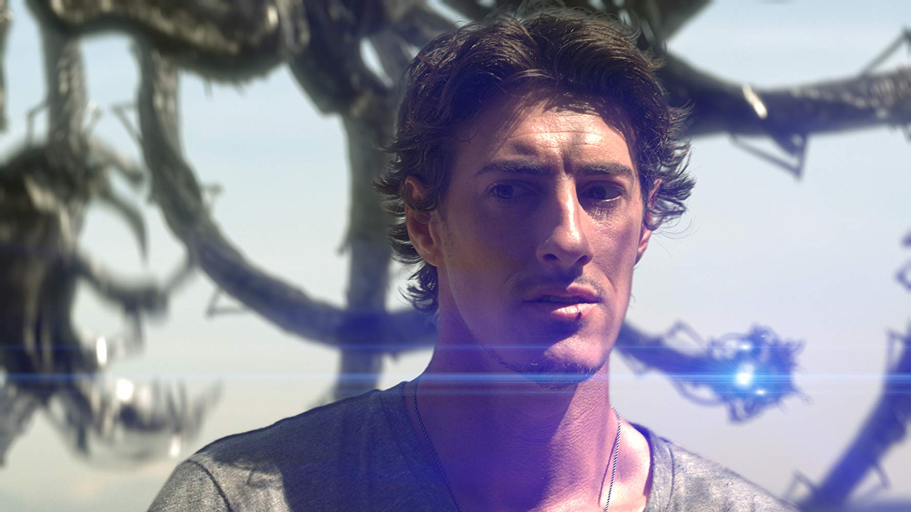 Eric Balfour and alien probe in Skyline (2010)