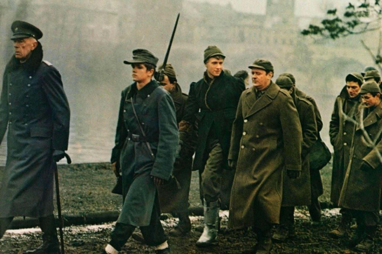 Billy Pilgrim (Michael Sachs) and Edgar Derby (Eugene Roche) taken away as prisoners of war in Dresden in Slaughterhouse Five (1972)