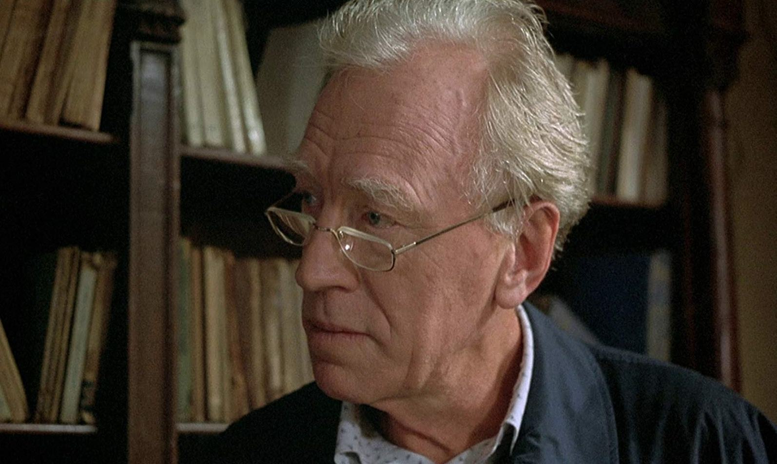 Max Von Sydow as retired police inspector Ulisse Moretti in Sleepless (2001)