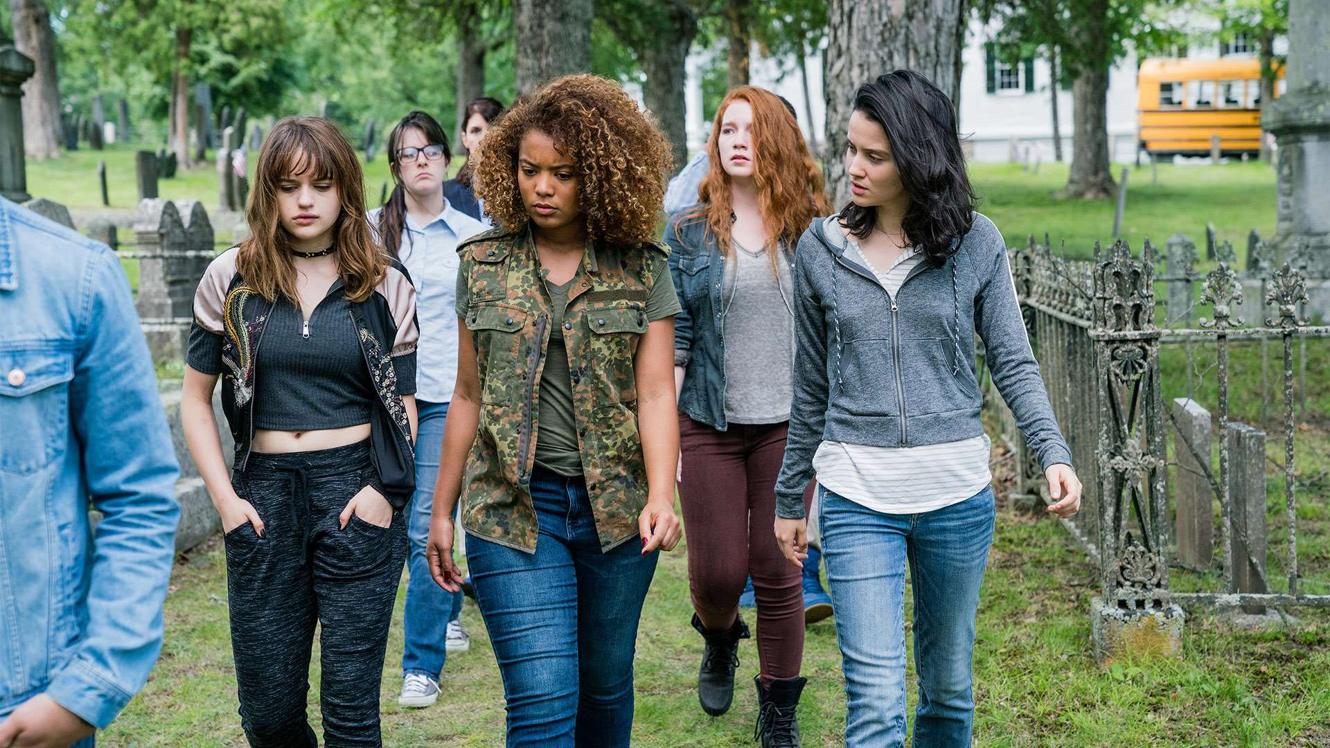 Joey King, Jaz Sinclair, Annalise Basso, Julia Goldani Telles in Slender Man (2018)