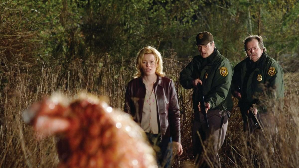(l to r) Elizabeth Banks, Nathan Fillion and Don Thompson encounter a creature in Slither (2006)